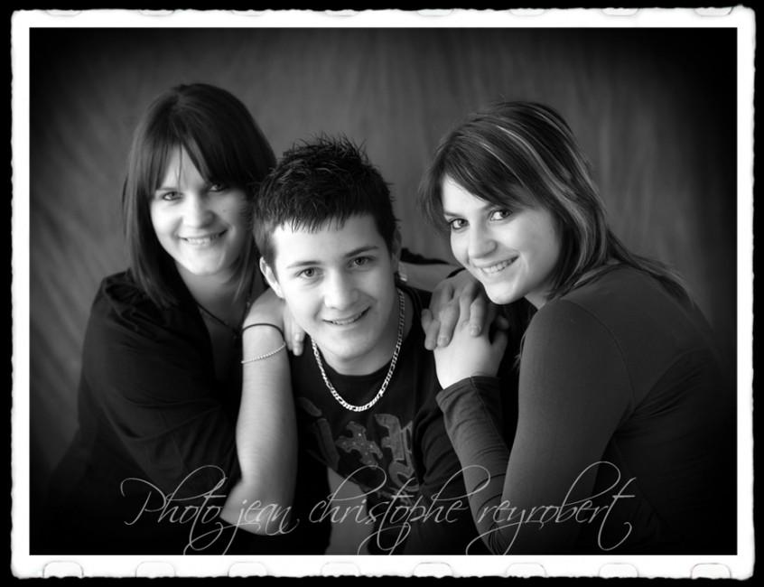 Ericka, Adeline et Alexis portrait noir et blanc en studio