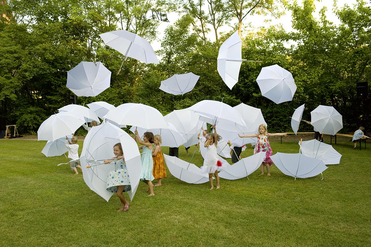 mariage enfants parapluies